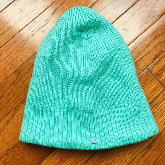 9985f147ad8 lululemon athletica Accessories - lululemon fleece lined ski beanie mint